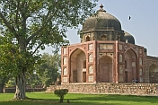 Afsarwala's tomb and mosque stands in the grounds of Humayun's Tomb.