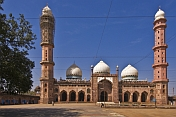 The Taj-ul-Masjid, one of the largest mosques in India, was begun by Shah Jehan Begum in 1878. It is now a madressa.