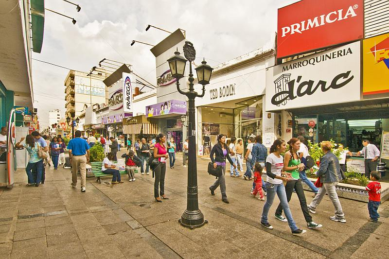 Pedestrian precinct busy with shoppers on the Calle Florida.