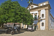Horse-drawn carriages in front of Matriz NS dos Remedios church.