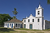 Capela de NS das Dores on Rua Fresca was built in 1800 and renovated in 1901.